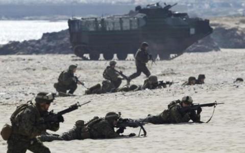 Lính thủy đánh bộ của Mỹ tham gia tập trận Mỹ - Hàn ở dọc vùng Pohang, cách Seoul 370km về phía đông nam.
