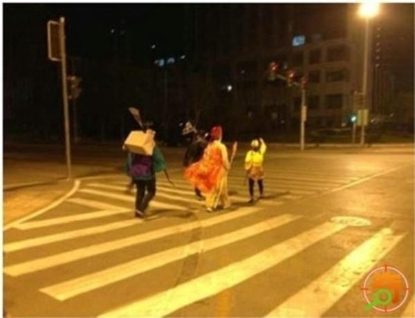 Chết cười cảnh bốn thầy trò Đường Tăng đi