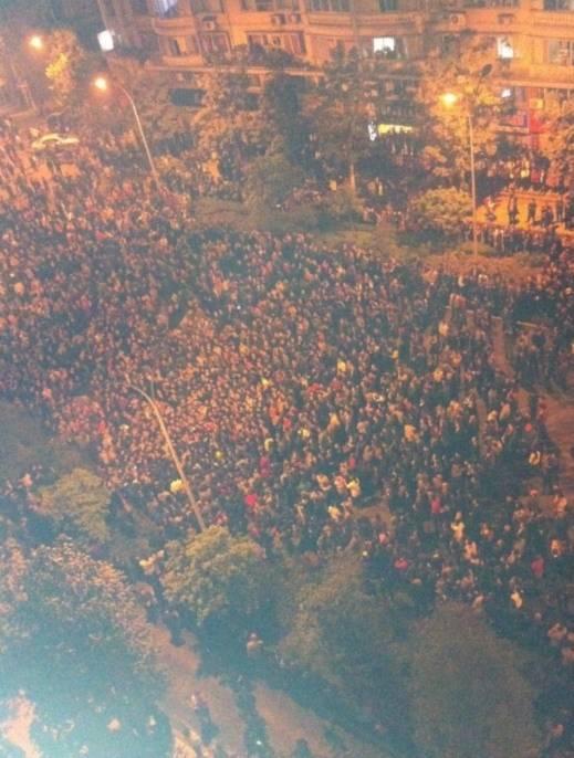 Hình ảnh 10.000 người biểu tình tại Trùng khánh- Trung Quốc - Tin180.com (Ảnh 2)