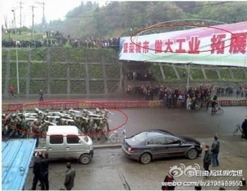 Hình ảnh 10.000 người biểu tình tại Trùng khánh- Trung Quốc - Tin180.com (Ảnh 18)