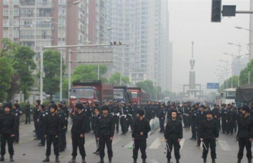 Hình ảnh 10.000 người biểu tình tại Trùng khánh- Trung Quốc - Tin180.com (Ảnh 19)