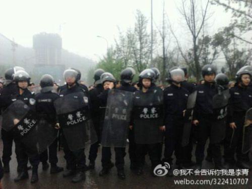 Hình ảnh 10.000 người biểu tình tại Trùng khánh- Trung Quốc - Tin180.com (Ảnh 20)