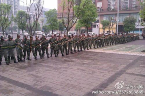 Hình ảnh 10.000 người biểu tình tại Trùng khánh- Trung Quốc - Tin180.com (Ảnh 3)