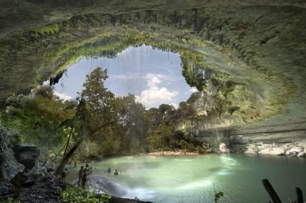 Hồ nước tuyệt đẹp có mái vòm rêu nghìn năm tuổi 11