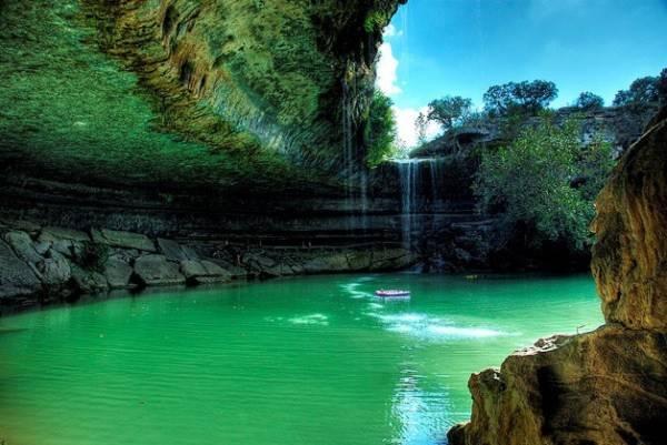 Hồ nước tuyệt đẹp có mái vòm rêu nghìn năm tuổi 5