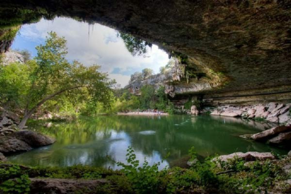 Hồ nước tuyệt đẹp có mái vòm rêu nghìn năm tuổi 6