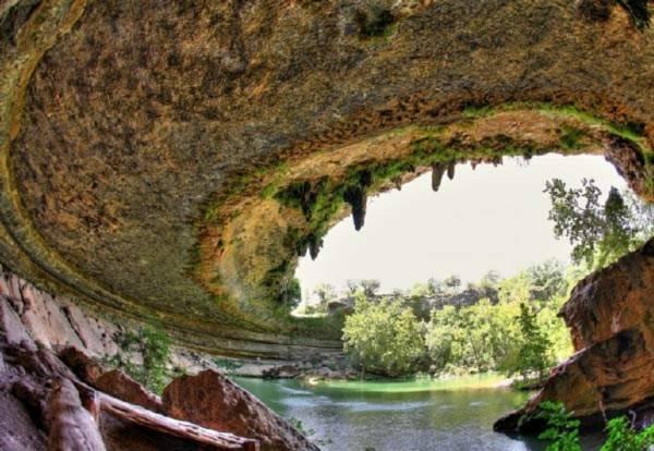 Hồ nước tuyệt đẹp có mái vòm rêu nghìn năm tuổi 7