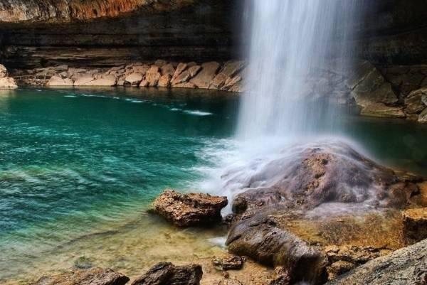 Hồ nước tuyệt đẹp có mái vòm rêu nghìn năm tuổi 9