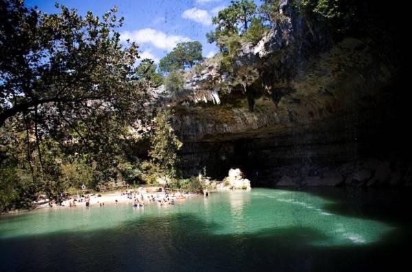 Hồ nước tuyệt đẹp có mái vòm rêu nghìn năm tuổi 10