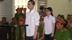 Hai sinh viên Kha và Uyên trong phòng xử được canh phòng chặt chẽ
