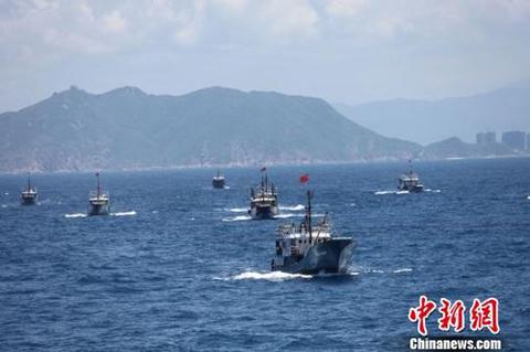 Đội 30 tàu cá Trung Quốc trong chuyến ra Trường Sa hồi tháng 7/2012. Ảnh minh họa: Chinanews
