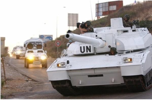 Một chiếc AMX-56 Leclerc của Quân đội Liên hợp quốc đang làm nhiệm vụ hộ tống đoàn xe ở Afghanistan.
