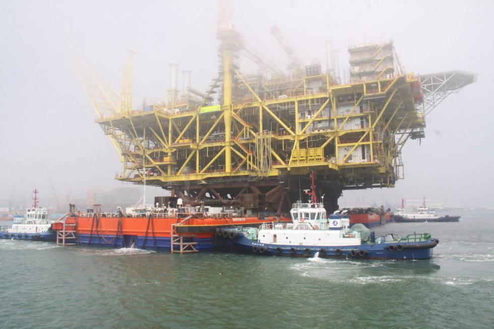 Trung Quốc kéo dàn khoan bằng tòa nhà 18 tầng ra Biển Đông - Tin180.com (Ảnh 1)