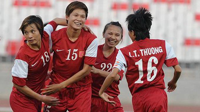 Niềm vui của Nguyễn Thị Liễu (22) cùng đồng đội trong trận thắng Hong Kong - Ảnh: AFC