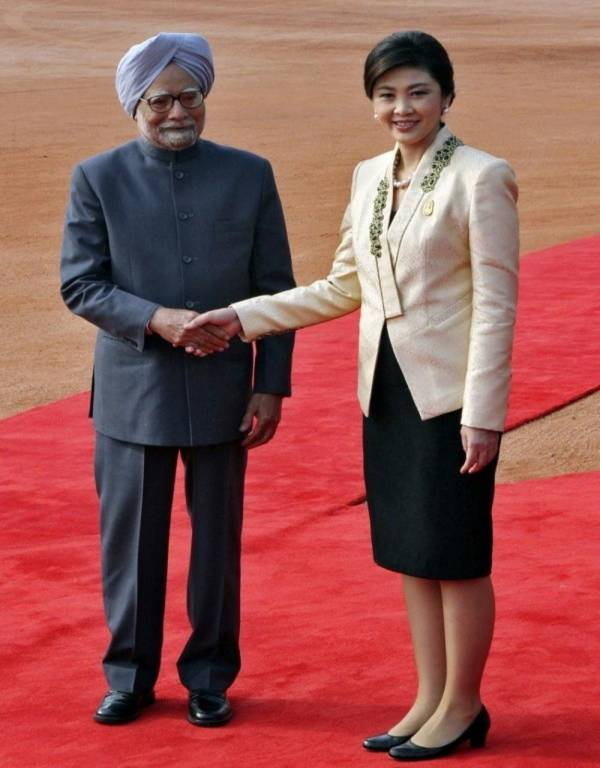 Vẻ đẹp hút hồn của nữ Thủ tướng Thái Lan 3