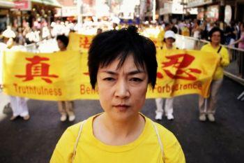 Jennifer Zeng tại một cuộc diễn hành nhân quyền ở New York. (NTD Truyền hình)