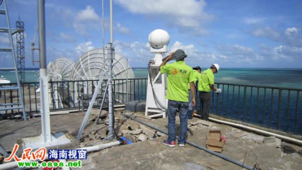 Năm 2010, Trung Quốc đã ngang ngược xây dựng các cột thu phát tín hiệu để phủ sóng mạng di động trên Đá Chữ Thập của Việt Nam. Đầu năm nay, họ lại tiếp tục kế hoạch thôn tính thâm độc bằng việc mở mạng 3G ở đây để cung cấp dịch vụ cho quân đồn trú trên đảo và ngư dân Trung Quốc đánh bắt hải sản trái phép trong vùng biển Việt Nam quanh Đá Chữ Thập.