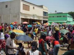 Một khu chợ ở Angola, ảnh chụp tháng 5 năm 2013. RFA PHOTO