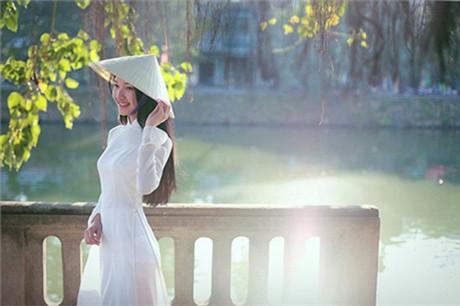 Ngoài thời gian học tập, nữ sinh này còn tham gia làm MC cho một số đài truyền hình tại Huế.