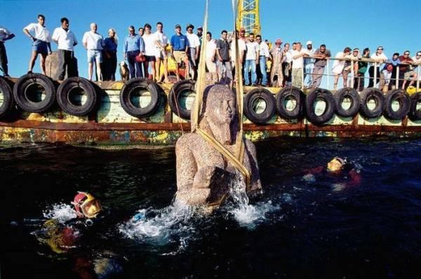 Khám phá thành phố Ai Cập huyền thoại chìm dưới đáy biển 12