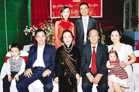 Gia đình Giáo sư Nguyễn Lân Dũng.