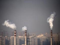 Ống khói nhà máy tại Thiên Tân REUTERS/Petar Kujundzic