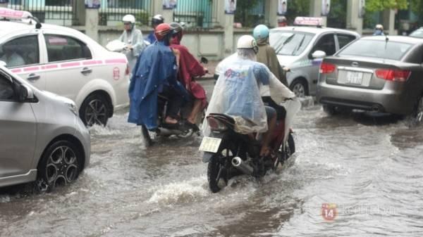Nhiều tuyến phố Hà Nội ngập do ảnh hưởng bão số 2 2