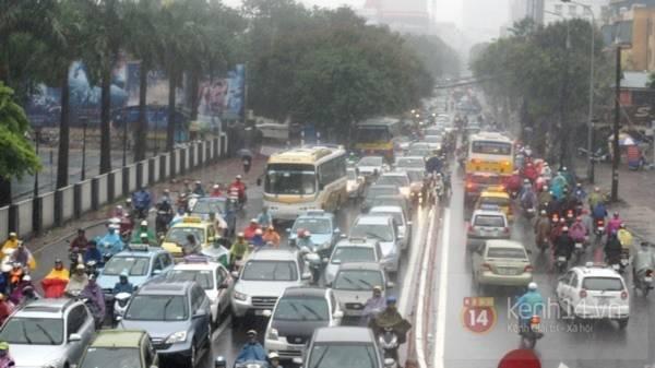 Nhiều tuyến phố Hà Nội ngập do ảnh hưởng bão số 2 11
