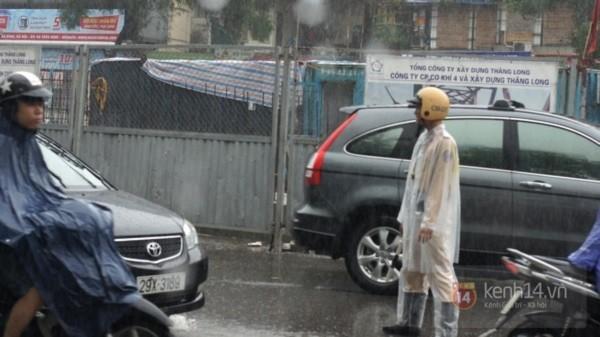 Nhiều tuyến phố Hà Nội ngập do ảnh hưởng bão số 2 14