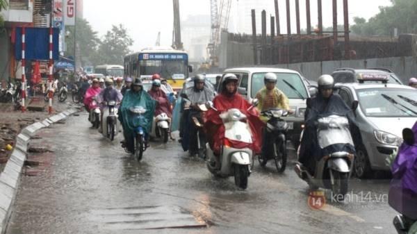 Nhiều tuyến phố Hà Nội ngập do ảnh hưởng bão số 2 15