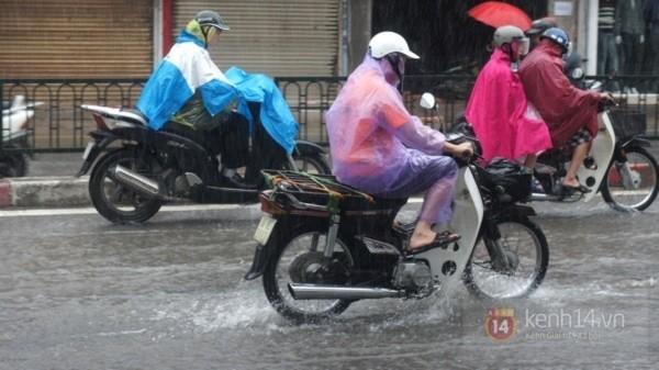 Nhiều tuyến phố Hà Nội ngập do ảnh hưởng bão số 2 7