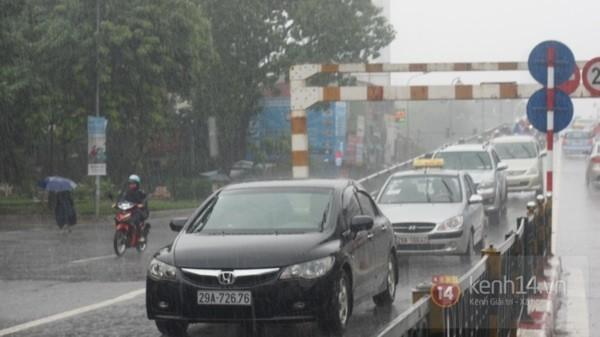 Nhiều tuyến phố Hà Nội ngập do ảnh hưởng bão số 2 9