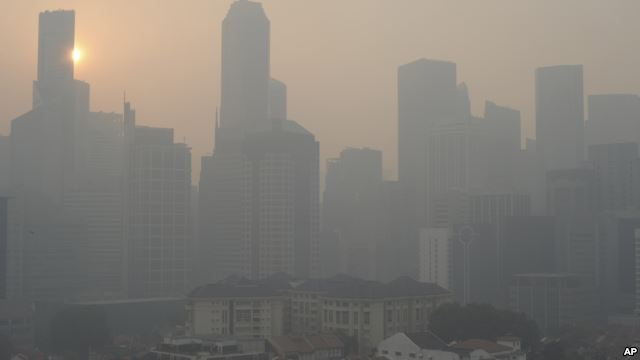 Chỉ số ô nhiễm không khí của Singapore tăng vọt lên mức cao kỷ lục là 371 điểm.