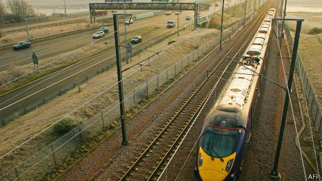 Tàu nhanh của Hitachi chạy tuyến trung tâm thành phố London ra ngoại ô