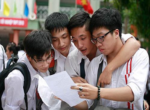 Thí sinh tham dự kỳ thi tốt nghiệp THPT 2013. Ảnh Lê Hiếu.