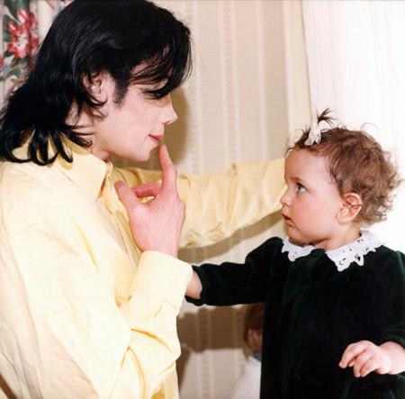 Trọn bộ hình ảnh từ nhỏ tới lớn của con gái Vua