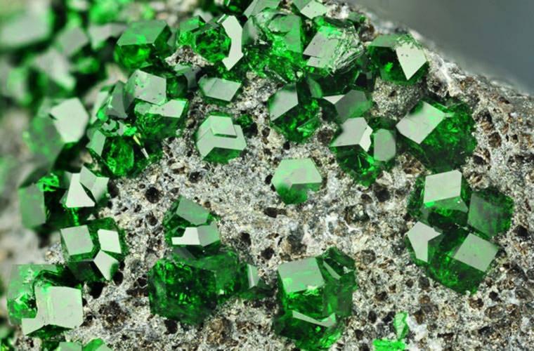 Vàng nguyên chất và những khoáng vật đẹp nhất thế giới