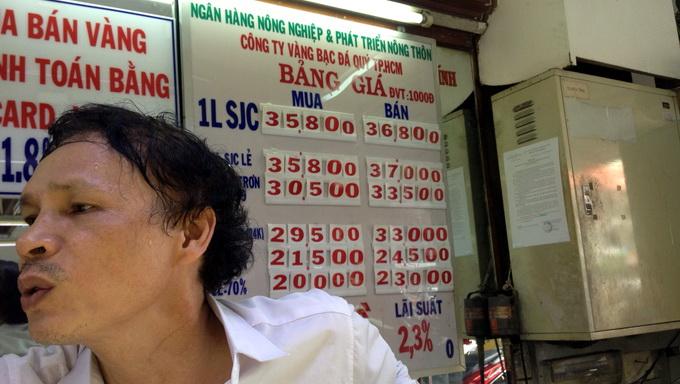 Giá vàng SJC ngoài thị trường chênh lệch mua - bán cả 1 triệu đồng/lượng (Ảnh chụp lúc 15g chiều 28-6) - Ảnh: H.Nhựt