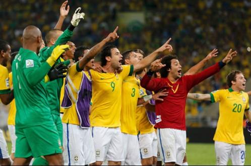 Các cầu thủ Brazil ăn mừng chức vô địch Confederations Cup - Ảnh: Reuters