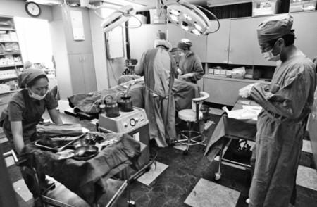 Các bác sĩ phẫu thuật ở Hàn Quốc được huấn luyện cao và thường xuyên cập nhật công nghệ phẫu thuật mới nhất
