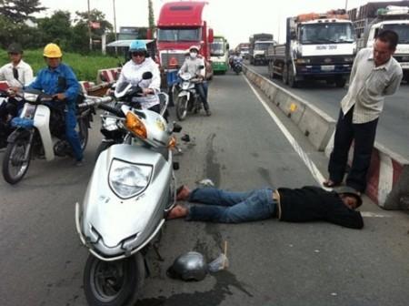 Hiện tượng vô cảm đang xảy ra phổ biến ở Việt Nam hiện nay. (Ảnh minh họa).