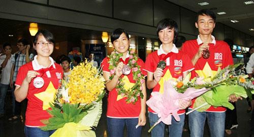 Bốn thí sinh đoạt huy chương tại kỳ thi Olympic Sinh học năm 2012 tại Singapore