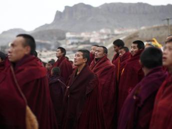 Các nhà sư Tây Tạng -Tứ Xuyên. REUTERS/Carlos Barria