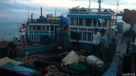 Cả hai tàu cá của ngư dân trên huyện đảo Lý Sơn đều chịu thiệt hại nặng