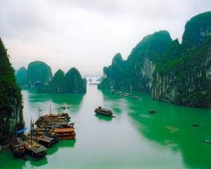 Vịnh Hạ Long - một trong những vịnh biển đẹp nhất Việt Nam