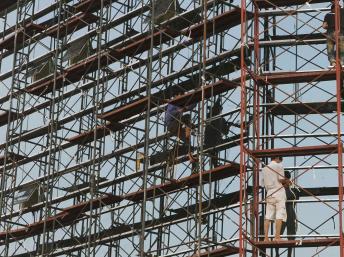 Một công trường xây dựng ở Hà Nội, 22/05/2011 Reuters