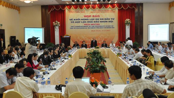 Họp báo về khởi động dự án lọc hóa dầu tại Bình Định - Ảnh: VĂN LƯU