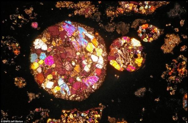 Vẻ đẹp kinh ngạc của thiên thạch 4,5 tỷ năm tuổi 1