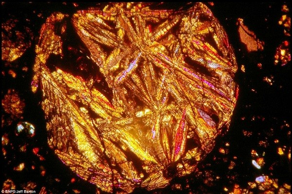 Vẻ đẹp kinh ngạc của thiên thạch 4,5 tỷ năm tuổi 3