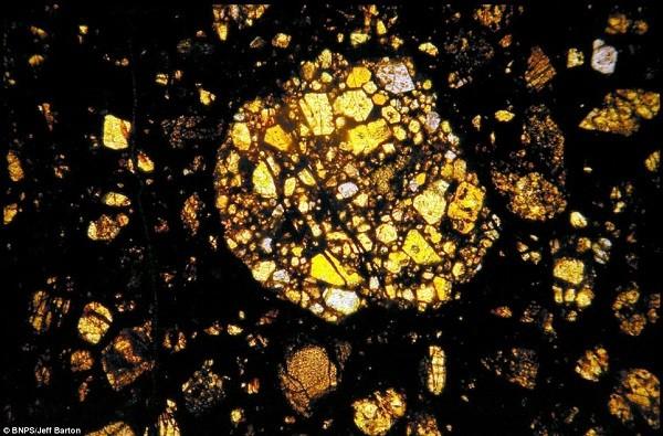 Vẻ đẹp kinh ngạc của thiên thạch 4,5 tỷ năm tuổi 4